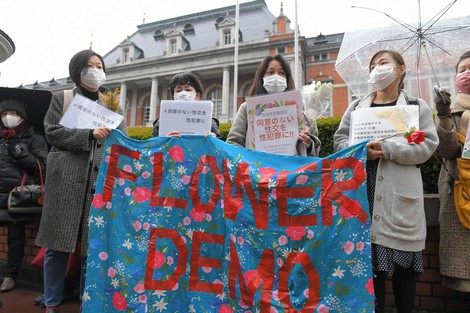 Protestors call for revisions to the Penal Code regarding sex crimes, in Tokyo's Chiyoda Ward on March 8, 2021. (Mainichi/Emi Naito)