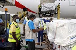 COVAXの支援でガーナの空港に届いた新型コロナワクチン=2月24日(ユニセフ提供・AP)