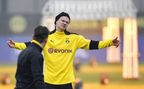 Dortmund's Erling Haaland reacts during a training session prior to the Champions League round of 16 second leg soccer match between Borussia Dortmund and Sevilla FC in Dortmund, Germany, on March 8, 2021. (AP Photo/Martin Meissner)