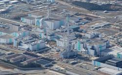日本原燃の再処理工場。使用済み核燃料から取り出したプルトニウムが消費されるのか懸念が残る=青森県六ケ所村で2020年11月、本社機「希望」から後藤由耶撮影