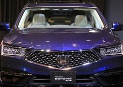 レベル3の自動運転を実現し、ホンダが世界で初めて発売したレジェンド=東京都港区で2021年3月4日、梅村直承撮影