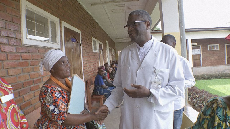 "Adegan dari ""Dokter Mukwege berkelahi di tempat terburuk di dunia bagi wanita"" = disediakan oleh TBS"
