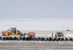 認可が取り消されたパイプラインの建設現場(カナダ・アルバータ州)(Bloomberg)