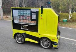 自動運転テーマパークを走る無人販売車 筆者撮影