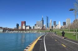 ミシガン湖畔から見たシカゴの都心(写真は筆者撮影)