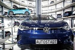 自動車業界は中国向け輸出の回復に期待するが…… (Bloomberg)