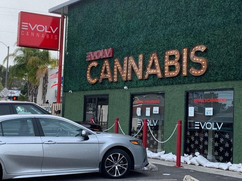 筆者の自宅近くの大麻取扱店=カリフォルニア州で