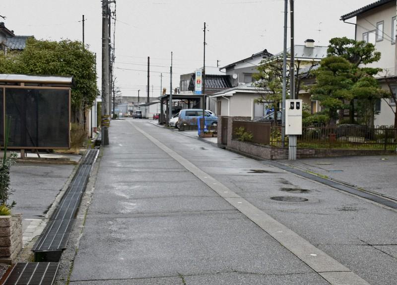 刃物持った男性に警察官が発砲、死亡 富山市の路上で   毎日新聞