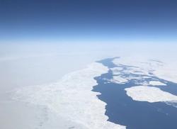 北極海(バレンツ海上空とロシア領土)撮影:原田大輔