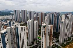 ソウル北西の金浦市で林立するマンション(Bloomberg)