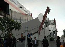 倒壊した立体駐車場スロープ=町田市小山ケ丘で2011年3月11日午後4時46分、喜浦遊撮影