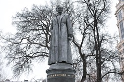 今はモスクワ市内の別の公園に移設されているジェルジンスキー像 筆者撮影