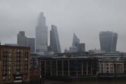 ロンドンの金融街。EU離脱後に金融取引の一部は英国からEUに移っている=ロンドンで2021年1月24日午後1時43分、横山三加子撮影