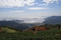 The Taiwan Strait is seen from the mountainous region in southeastern China's Fujian Province on Nov. 4, 2020. (Mainichi)