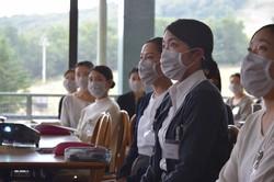 研修を受ける星野リゾートの新入社員=福島県磐梯町で、清水憲司撮影