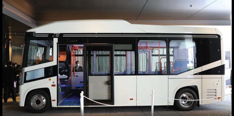 2月24日の会見で公開されたBYDのEVバス J6(京阪バスの動画より)