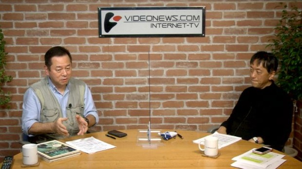 ビデオニュース・ドットコムの番組「マル激トーク・オン・ディマンド」で、社会学者の宮台真司さん(右)と出演する神保さん ビデオニュース・ドットコム提供