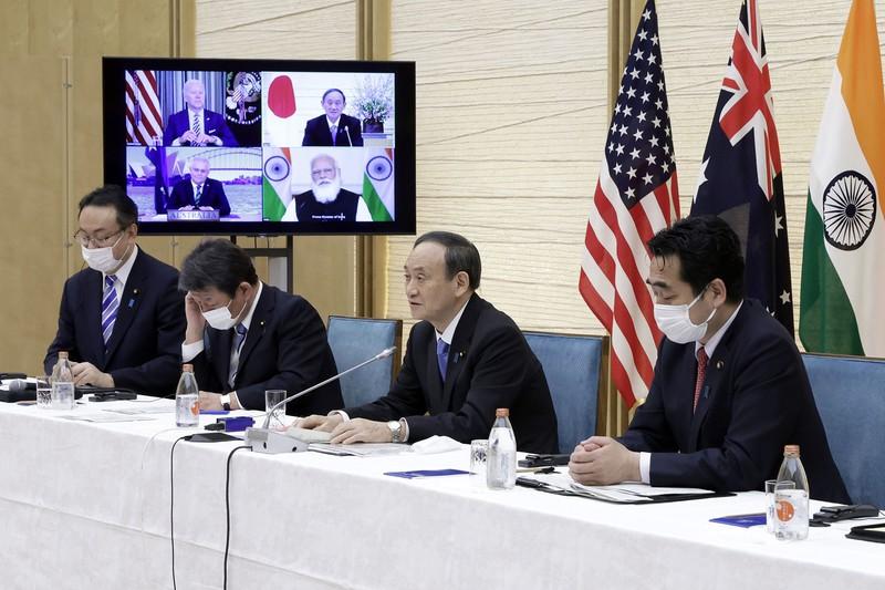 オンライン形式で行われた日米豪印の首脳会談「クアッド」。民主主義国の連携は中国の孤立を印象付けた(首相官邸で3月12日)(Bloomberg)