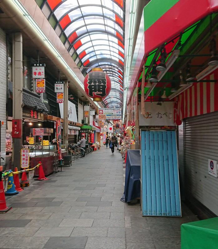 訪日客がいなくなり、人通りが激減した大阪・黒門市場=大阪市中央区で2021年2月22日、小坂剛志撮影