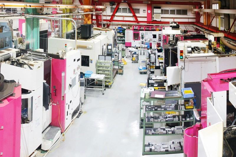 無人の状態で稼働する京都・宇治の金属加工会社「HILLTOP」(ヒルトップ)の工場=同社提供
