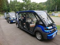 An automatic electric vehicle is seen in the town of Eiheiji, Fukui Prefecture. (Photo courtesy of the Ministry of Economy, Trade and Industry)