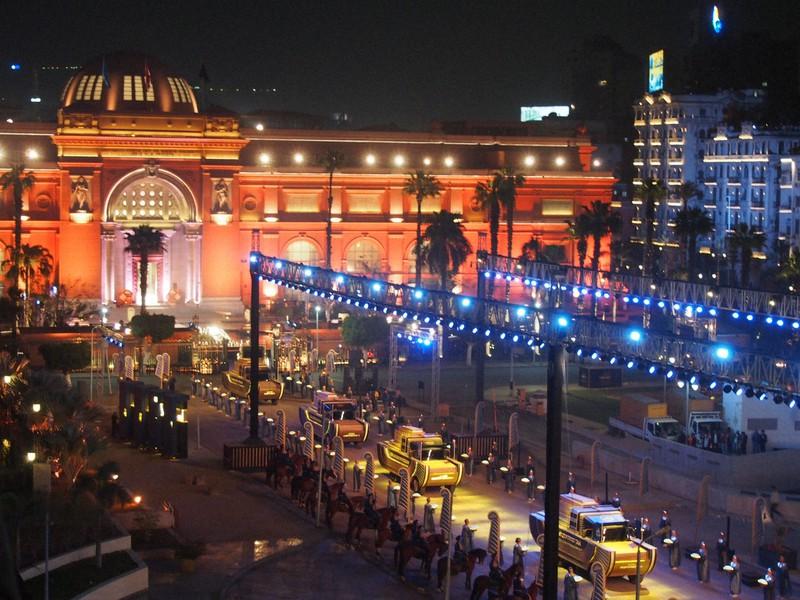 エジプトで前例ないミイラの「引っ越し」 国を挙げてパレード | 毎日新聞