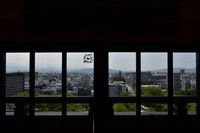 This photo shows the southward view from the observation platform on the sixth floor of Kumamoto Castle's main keep, in Kumamoto's Chuo Ward on April 6, 2021. The Kumamoto Municipal Government building is seen in the back left. (Mainichi/Yuki Kurisu)