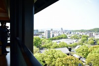 Downtown Kumamoto is seen from the observation platform on the sixth floor of Kumamoto Castle's main keep, in Kumamoto's Chuo Ward on April 6, 2021. (Mainichi/Yuki Kurisu)