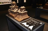 This photo shows a model of Kumamoto Castle's two keeps, which visually impaired people can touch to feel the shapes of the structures, in Kumamoto's Chuo Ward on April 6, 2021. (Mainichi/Yuki Kurisu)