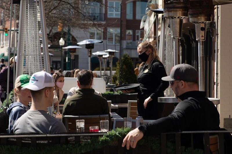 コロナ禍から「正常化」への期待は高まるが(米ミシガン州) (Bloomberg)