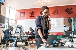 首都ナイロビにあるiHubテクノロジー・イノベーション・センター (Bloomberg)