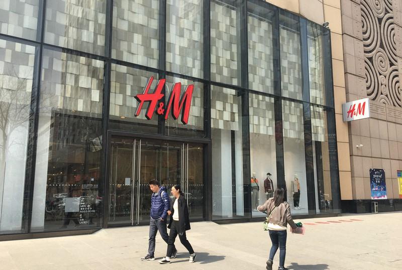 北京市内のH&Mの店舗=2021年3月25日、小倉祥徳撮影