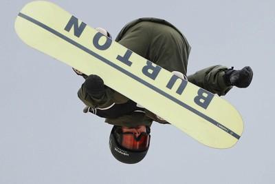 スノーボード男子ハーフパイプ、予選を3位で通過した平野歩夢=札幌市中央区のばんけいスキー場で2021年4月13日、猪飼健史撮影