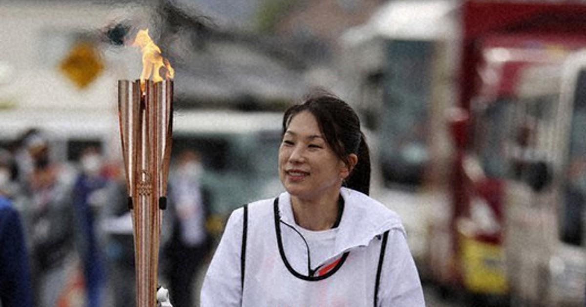 Senhora de 109 anos completa a etapa de revezamento da tocha olímpica