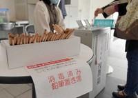 Disinfected pencils are seen at an early polling station for the Fukuoka gubernatorial election in Fukuoka's Chuo Ward. (Mainichi/ Yoshiyuki Hirakawa)