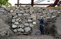 Stone walls from the Edo Castle, thought to be about 400-years-old, are seen at a construction site in the Imperial Palace in Tokyo's Chiyoda Ward on April 13, 2021. (Mainichi/Natsuki Nishi)