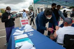 ワクチンの効果を高めるには接種履歴を記したワクチンパスポートと、それを基にしたデータの蓄積が重要だ(Bloomberg)