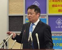Yamanashi Gov. Kotaro Nagasaki is seen during a news conference on April 19, 2021. (Mainichi/Keisuke Umeda)