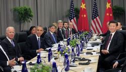 何度も会談してきたバイデン氏(左端)と習氏(右端)(2016年3月) Bloomberg