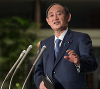 Japanese Prime Minister Yoshihide Suga speaks to reporters at his office in Tokyo on April 22, 2021. (Mainichi/Kan Takeuchi)