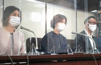 Tomoko Goto, left, and other plaintiffs are seen arguing that they were unfairly dismissed by United Airlines Inc. at a news conference in Tokyo on April 22, 2021. (Mainichi/Koji Endo)
