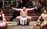 Grand champion Hakuho performs a ring-entering ritual on March 15, 2021, the second day of the Spring Grand Sumo Tournament at Tokyo's Ryogoku Kokugikan. (Mainichi-Tatsuro Tamaki)