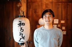 萩原雅之さん。川越の和蝋燭屋「HAZE」さんにて=興膳和希さん撮影