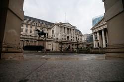 量的緩和を拡大するイングランド銀行 (Bloomberg)