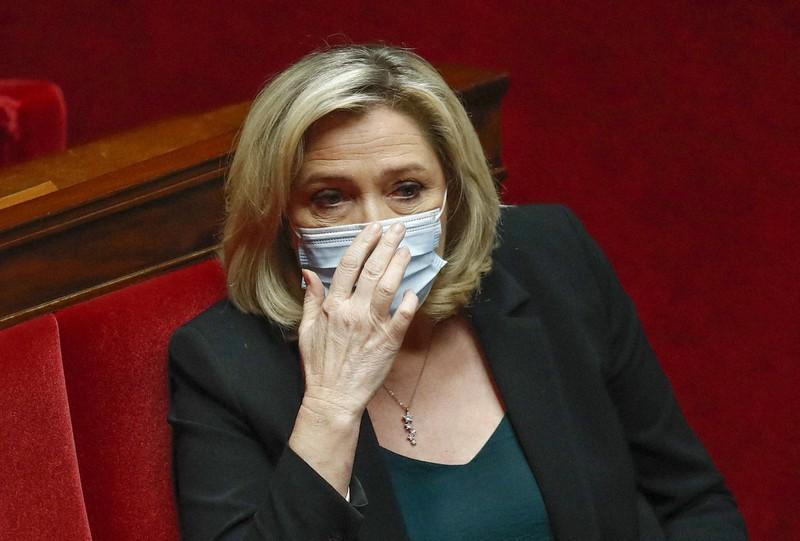 仏大統領選まで1年 マクロン氏追うルペン氏 カギは「脱悪魔化」   毎日新聞