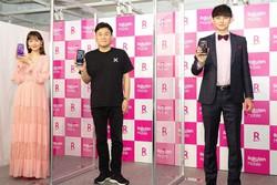 iPhoneの販売を開始した楽天モバイル。4月30日のオープニングイベントには三木谷氏(中央)も駆けつけた