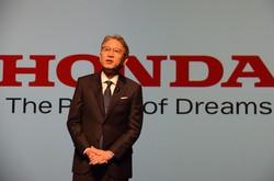 2040年までに世界の新車販売を全てEVとFCVにすると発表したホンダの三部敏宏社長=東京都港区で2021年4月23日、杉山雄飛撮影