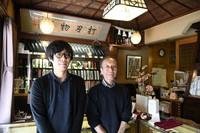 Yutaka Yazaki, right, the eighth-generation head of Ubukeya, and his son Taiki, the ninth-generation head, are seen in the edged tool shop in Tokyo's Chuo Ward on March 31, 2021. (Mainichi/Emi Naito)