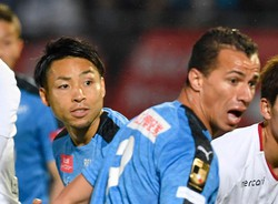 川崎をけん引する小林悠(左)とレアンドロダミアン=等々力競技場で2019年3月1日、藤井達也撮影