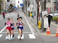 Runners start the Sapporo Challenge Half Marathon, a test event for the Tokyo Olympics marathon, in Sapporo on May 5, 2021. (Pool photo)